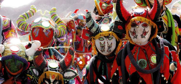 Bajada de diablitos en Uquía en Carnaval del norte argentino