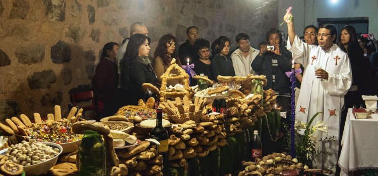 Ofrendas en el día de todos los santos en Maimará