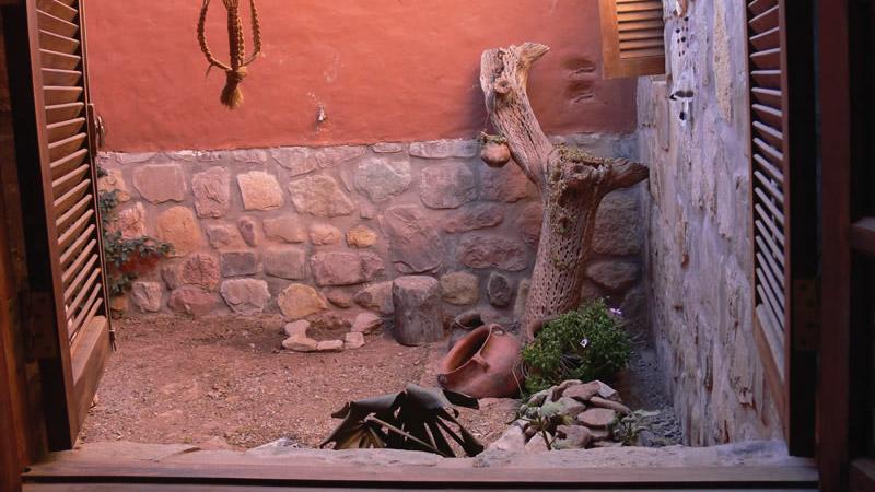 Vista a patio interno desde la Habitación Estándar del Hotel Antigua Tilcara, en Jujuy, Argentina