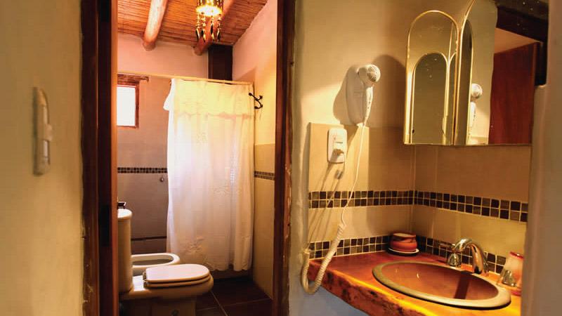 Secador de pelo en habitación Superior del Hotel Antigua Tilcara, en Jujuy, Argentina